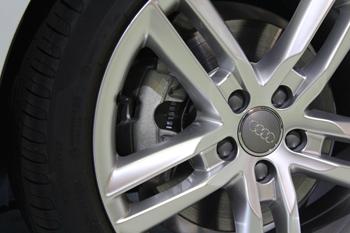 AUDI A4デイライトコーディング ブレーキパッド